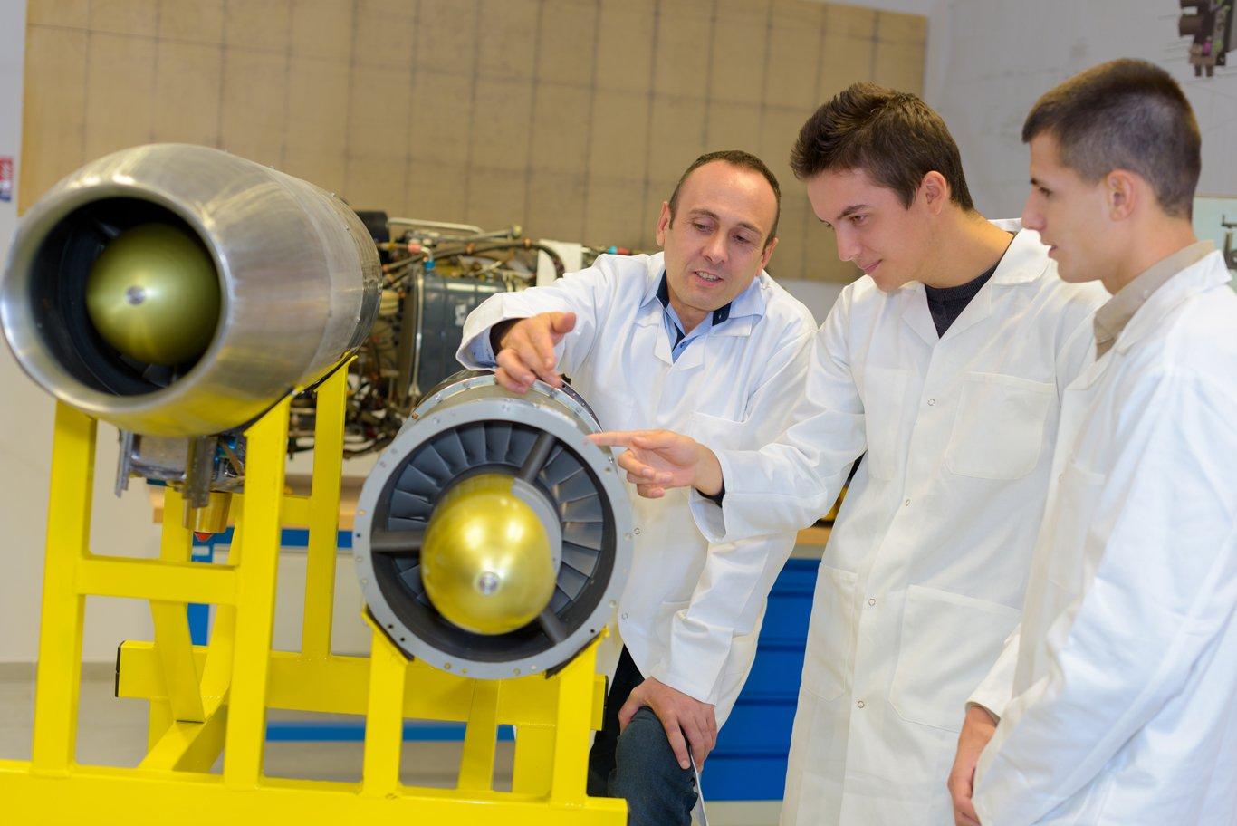 Aaerospace-Engineers-1366-1218