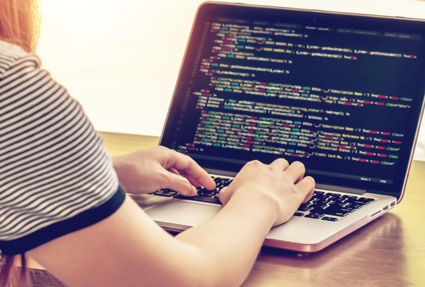 Coding-computer-girl-1366-1118