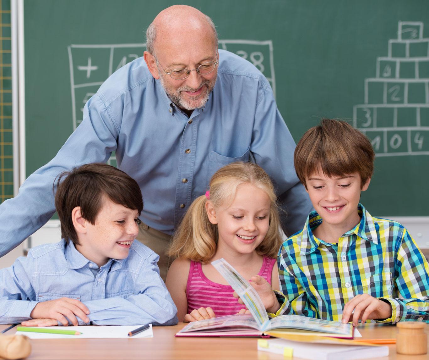 Senior-Citizen-Mentoring-Students-1366-0818